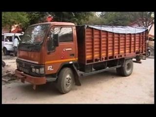 पुलिस ने पकड़ा सपा नेता के रिश्तेदार का ट्रक, ड्राइवर ने दिखाई थाने में दबंगई
