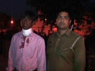 पुलिस ने किया गिरफ्तार तो मार लिया खुद को चाकू