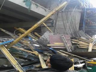 लखनऊ में निर्माणाधीन मेट्रो की शटरिंग गिरने से हुआ हादसा