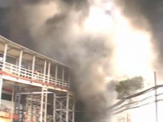 मुगलसराय स्टेशन पर भयानक आग, आसमान तक पंहुची लपटें
