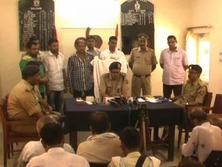 रिश्वतखोर पुलिसकर्मियों का भांडाफोड़, 1 गिरफ्तार