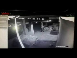 थाने से चंद कदमों की दूरी पर डिलीवरी कंपनी से लूटे पांच लाख, CCTV में कैद वारदात