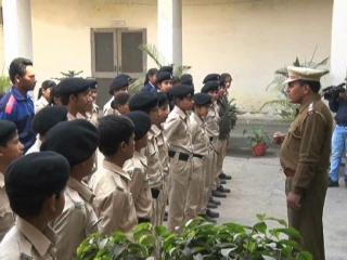 अब थानों में बच्चों की क्लास लगा रही है गुड़गांव पुलिस