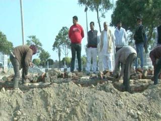 राजीव गांधी एजुकेशन सिटी की दीवार को बनाने में हुड्डा अधिकारी कर रहे हैं धांधली!