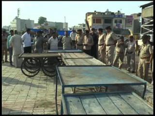 पुलिस व प्रशाशन ने हटवाया रेहड़ी वालों का अवैध कब्जा