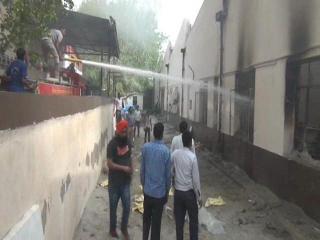 ओबराय एंड संस कंपनी में लगी भयंकर आग,  टीवी के पार्टस जलकर राख