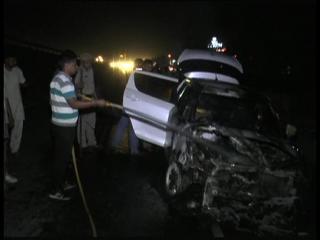 चलती कार में लगी आग, नव दम्पति सहित 3 लोगों ने कूदकर बचाई जान