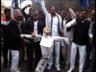 हैदराबाद सुसाइड मामलाः बसपा ने फूंका सरकार का पुतला
