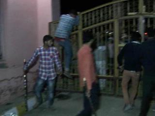 दौलतपुर में धार्मिक अफवाह के बाद भड़की हिंसा
