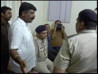 चालान के नाम पुलिस के साथ दबंगई, वीडियो में कैद