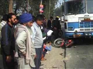 Roadways Ki Bus Ne Dampati Ko Kuchla, Halat Gambhir