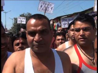 सर्राफा व्यापारियों ने किया अर्धनग्न प्रदर्शन, निकाला जुलूस
