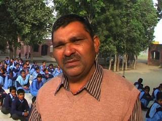 Shikshakon Ke Matbhed ke Chalte Ek School Me Karvai Jaati Hai Do Parthnaayen