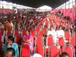 दो हजार कुर्सियां, 50 लोग और भाषण देते रहे मंत्री जी  (Indri)