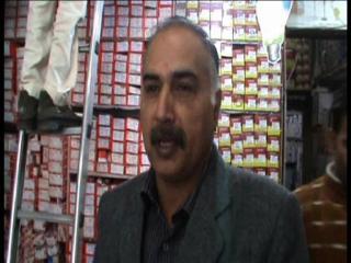 खुले में कूड़ा जलाने पर दुकानदार का कटा 5000 का चालान