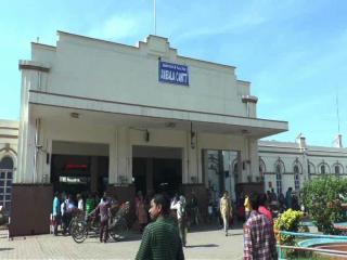 खट्टर सरकार की बढ़ी मुश्किलें, अब रेलवे ने भी मांगा मुआवजा