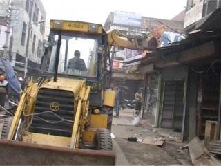 नगर निगम ने दुकानों से हटवाया अवैध अतिक्रमण