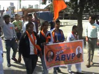 देशविरोधी नारों के खिलाफ एबीवीपी ने निकाला तिरंगा मार्च