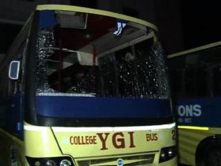 इंजीनियरिंग छात्रों की गुंडागर्दी, पुलिस पर बरसाए पत्थर