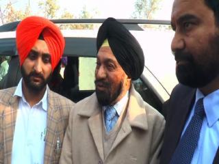 शहीद के परिवार को दी गई सहायता राशि पर ये क्या बोले मंत्री जी