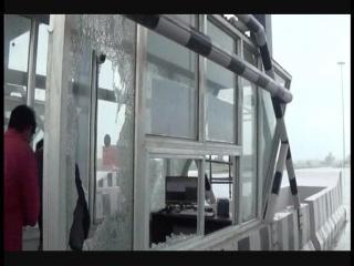 KMP एक्सप्रेस-वे टोल पर बदमाशों का आतंक, तोड़फाड़ के बाद की फायरिंग