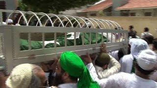 Pakistan buries legendary cricketer Hanif Mohammad