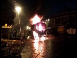 दिल्ली : धू-धू कर जला माल से लदा ट्रक