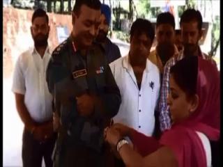 सीमा जनकल्याण समीति ने सेना के साथ मनाया रक्षाबंधन