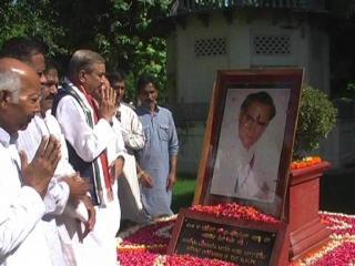 देश के पूर्व पीएम राजीव गांधी की 72 वी जयंती, कार्यकर्ताओं ने दी श्रद्धांजलि