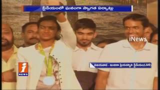 Chandrababu welcomes PV Sindhu and Gopichand for Felicitation in Vijayawada | iNews
