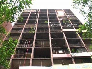 12वीं मंजिल से लिफ्ट के रास्ते नीचे गिरकर युवक की मौत