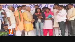 Manohar Lal Khattar Felicitates Sakshi Malik and Makes Brand Ambassador for Haryana | iNews