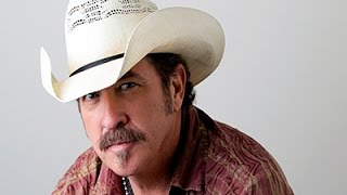 Kix Brooks Whips Up a Feast in New Cookbook