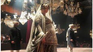 Kareena Kapoor Khan Just Rocked Her Baby Bump On The Ramp - Lakme Fashion Week Finale