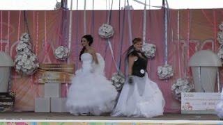 Raw: 'Battle of the Brides' Showdown in Russia