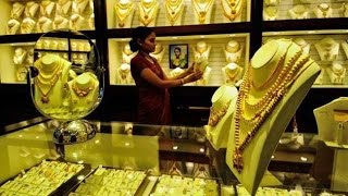 Jewellers' buying props up gold; Silver rebounds