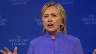 Clinton slams Trump's Mexico visit