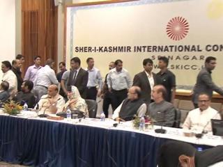 सुलगते कश्मीर पर श्रीनगर में सर्वदलीय बैठक