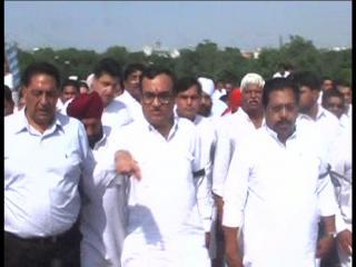 'आप' नेता आशुतोष के खिलाफ राजघाट पर कांग्रेस का मौन धरना