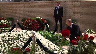 Putin lays flowers at Uzbek strongman's grave