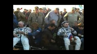 Record-holding US astronaut and two Russians return to Earth