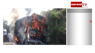 गौ-तस्करी में शामिल ट्रक में लगा दी आग