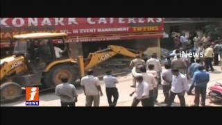 GHMC Demolish Illegal Construction at Kukatpally Road No2 | Hyderabad | iNews