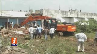 Municipal Corporation Collapsing Illegal Construction in Adilabad   iNews