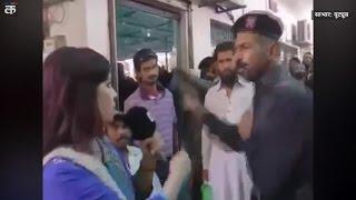 Pakistan: Pak trooper slaps female journalist during Live Broadcast