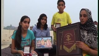 सैनिक के परिवार पर प्रशासन का 'अत्याचार'