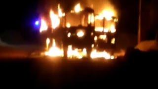 रोडवेज बसों की भीषण टक्कर में युवक घायल, ग्रामीणों ने बस में लगाई आग