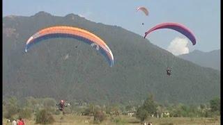 आसमान में छा गए इंडियन पैराग्लाइडर्स