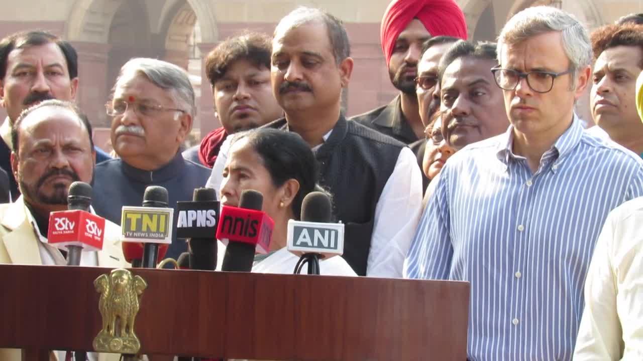 Mamata, Shiv Sena, AAP seek President's intervention against Notes Ban