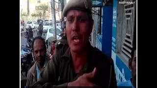 देखिए-दरोगा की दबंगई, ATM पर लोगों के साथ मीडिया को दिखाई धौंस